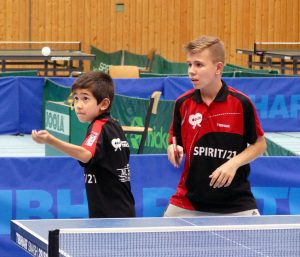 2017-10-21 Heimspieltag in der Halle Nord (27) David Kessler und Hagen Ehrmann